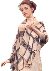 valentino New Couture Chic-street Stole In Embroidered Black Lace On Beige Silk