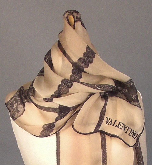valentino New Couture Chic-street Stole In Embroidered Black Lace On Beige Silk Image 3