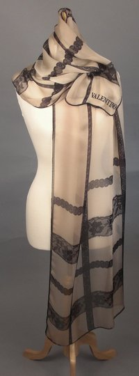 valentino New Couture Chic-street Stole In Embroidered Black Lace On Beige Silk Image 4