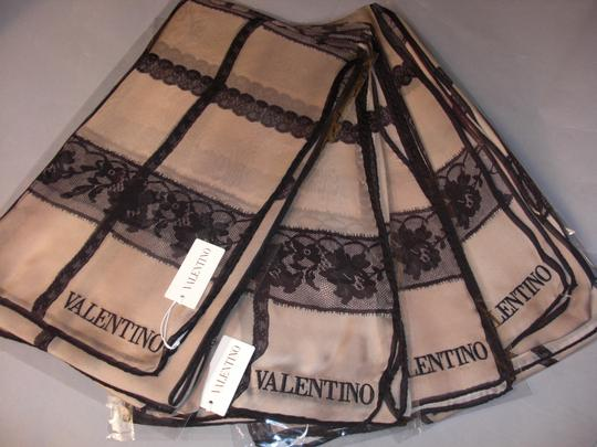 valentino New Couture Chic-street Stole In Embroidered Black Lace On Beige Silk Image 5
