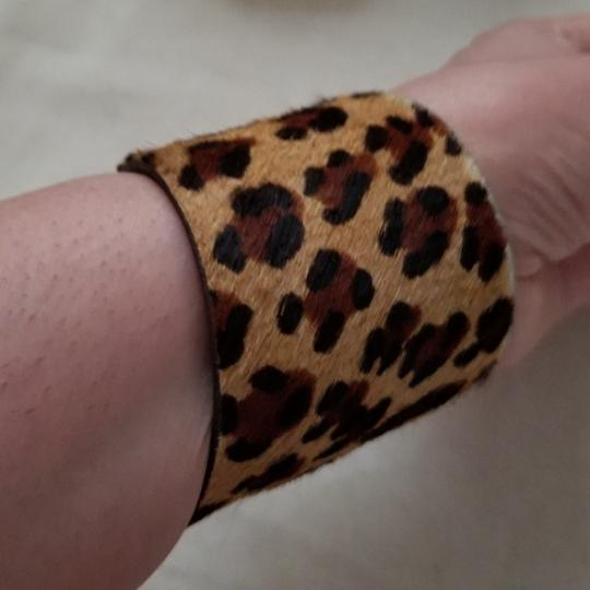 kemistry Leopard fur and leather cuff Image 4