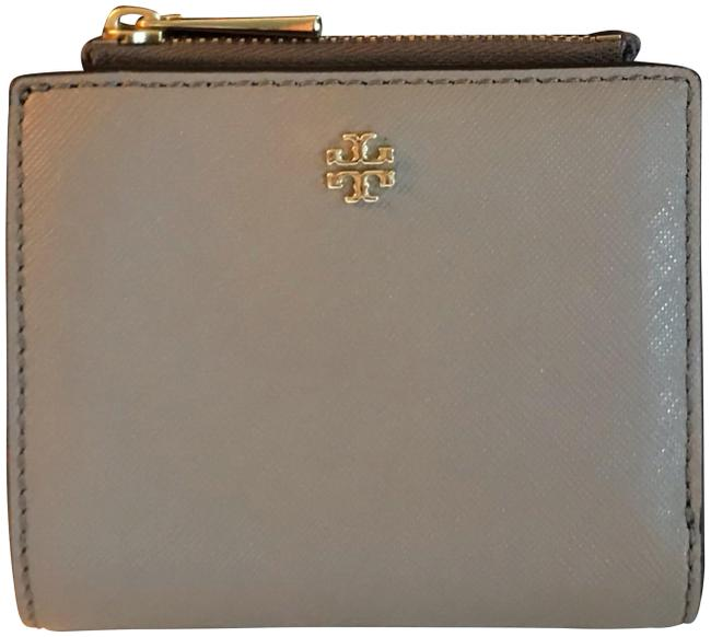 Item - Emerson Gray Cowhide Leather Clutch