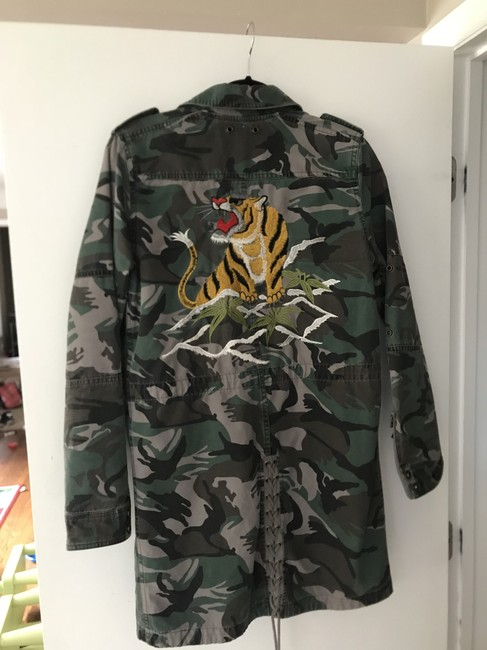 Preload https://img-static.tradesy.com/item/24290422/pam-and-gela-camouflage-jacket-size-4-s-0-2-650-650.jpg
