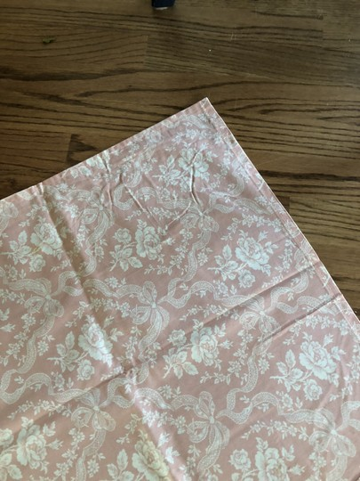 Blush and Cream Table Runners Centerpiece