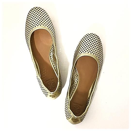 Preload https://img-static.tradesy.com/item/24290484/tory-burch-spark-gold-new-in-box-jesse-perforated-metallic-mestico-leather-ballet-flats-size-us-75-r-0-1-540-540.jpg