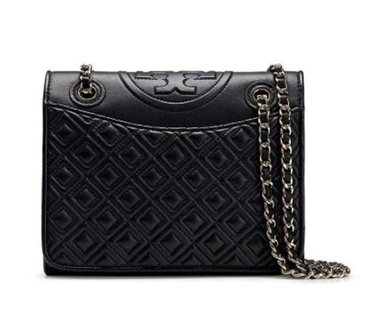 Preload https://img-static.tradesy.com/item/24290514/tory-burch-fleming-black-quilted-leather-shoulder-bag-0-0-540-540.jpg