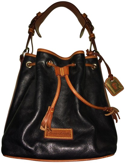 Preload https://img-static.tradesy.com/item/24290624/dooney-and-bourke-drawstring-midnight-blue-with-british-tan-trim-leather-shoulder-bag-0-3-540-540.jpg