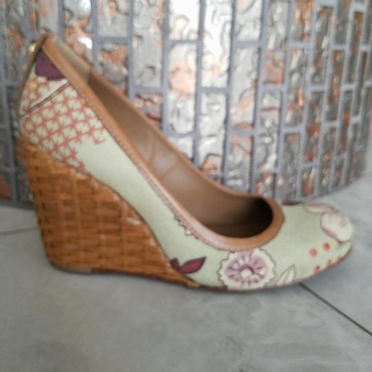 Preload https://img-static.tradesy.com/item/24290705/tory-burch-multicolored-leather-inside-leather-sole-textile-upper-wedges-size-us-8-regular-m-b-0-0-540-540.jpg