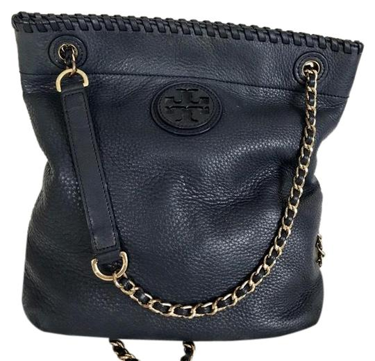 Preload https://img-static.tradesy.com/item/24290781/tory-burch-crossbodydouble-chain-strap-navy-blue-pebble-leather-cross-body-bag-0-3-540-540.jpg
