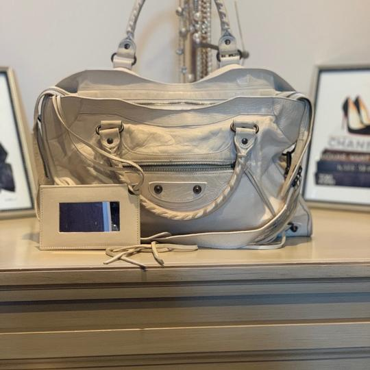 Preload https://img-static.tradesy.com/item/24290960/balenciaga-motocross-studs-first-classic-city-2-cream-lambskin-leather-shoulder-bag-0-2-540-540.jpg