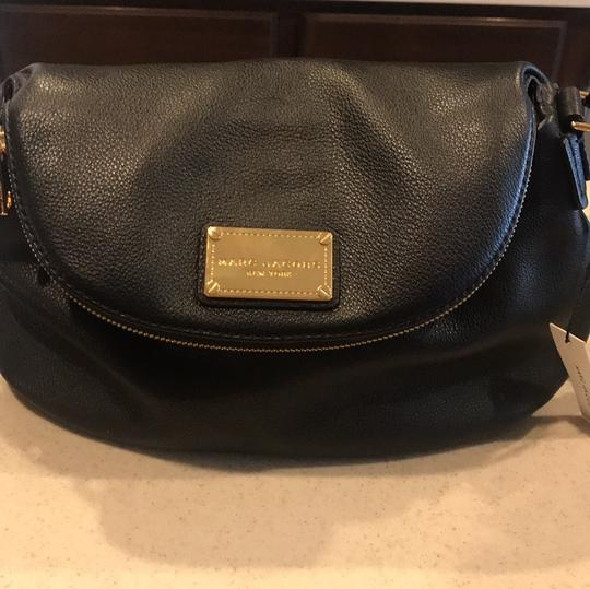 Preload https://img-static.tradesy.com/item/24290979/marc-jacobs-natasha-black-leather-cross-body-bag-0-2-540-540.jpg