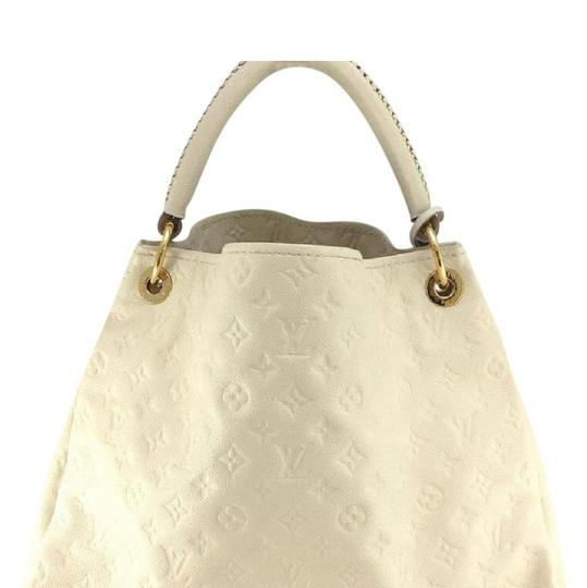Preload https://img-static.tradesy.com/item/24290994/louis-vuitton-artsy-mm-monogram-beige-leather-hobo-bag-0-0-540-540.jpg