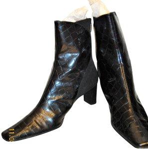 J. Reneé Ships Priority Mail BLACK Boots