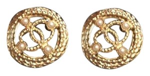 Chanel Chanel golden pearly round cc logo earrings