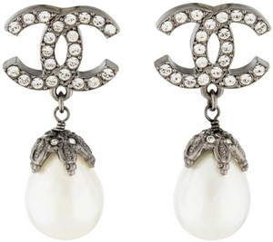 Chanel CHANEL PEARL TEAR DROP CRYSTAL CC LOGO EARRINGS BOX AUTHENTIC