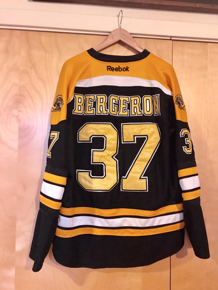 Reebok Black Yellow White Men s Bergeron Bruins Jersey Sweatshirt ... a75fb8f73ad