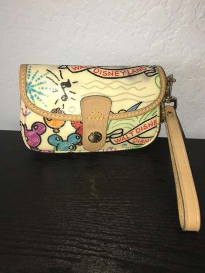 Preload https://img-static.tradesy.com/item/24297515/dooney-and-bourke-white-with-designs-leather-trim-on-canvas-wristlet-0-2-540-540.jpg