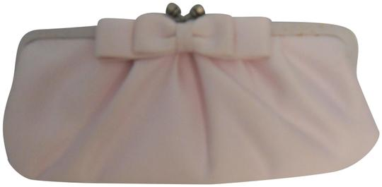 Preload https://img-static.tradesy.com/item/24297540/franchi-silk-with-a-bow-299-pink-satin-clutch-0-1-540-540.jpg