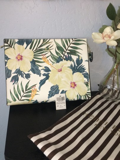 Preload https://img-static.tradesy.com/item/24297553/henri-bendel-west-57th-cosmetic-pouch-floral-saffiano-leather-clutch-0-2-540-540.jpg