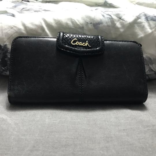 Preload https://img-static.tradesy.com/item/24297614/coach-black-skinny-wallet-0-2-540-540.jpg