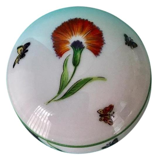 Preload https://img-static.tradesy.com/item/24297621/tiffany-and-co-trinket-box-porcelain-bone-china-garden-limoges-france-flowers-and-butterflies-wpacka-0-13-540-540.jpg