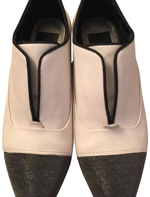 Dolce Vita Off White Flats Size US 6 Regular (M, B) Dolce Vita Off White Flats Size US 6 Regular (M, B) Image 1