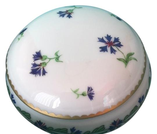 Preload https://img-static.tradesy.com/item/24297727/tiffany-and-co-limoges-france-villandry-porcelain-round-floral-trinket-jewelry-box-wpackaging-0-14-540-540.jpg