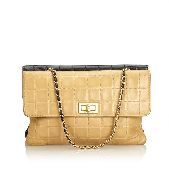 Preload https://img-static.tradesy.com/item/24297740/chanel-double-sided-chocolate-flap-brown-leather-x-lambskin-leather-shoulder-bag-0-0-540-540.jpg