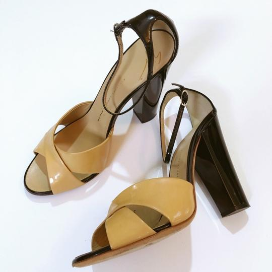 Giuseppe Zanotti beige and black Pumps