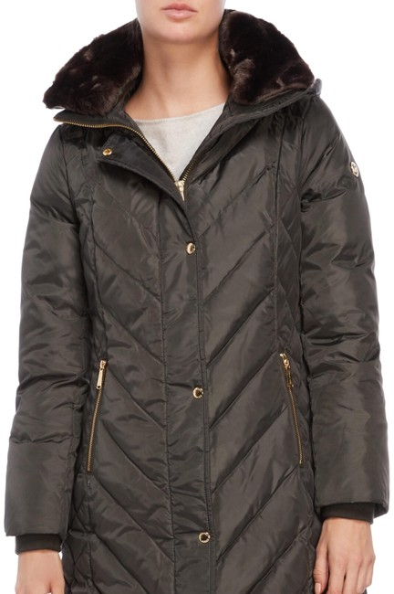 Preload https://img-static.tradesy.com/item/24297747/michael-kors-quilted-down-jacket-size-0-xs-0-3-650-650.jpg