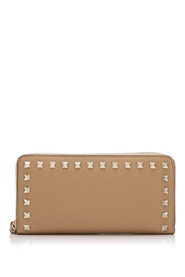 Preload https://img-static.tradesy.com/item/24297752/valentino-rockstud-beige-calfskin-leather-wallet-0-0-540-540.jpg