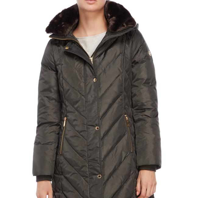 Preload https://img-static.tradesy.com/item/24297760/michael-kors-quilted-down-jacket-size-4-s-0-2-650-650.jpg