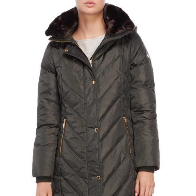 Preload https://img-static.tradesy.com/item/24297768/michael-kors-quilted-down-jacket-size-8-m-0-2-650-650.jpg