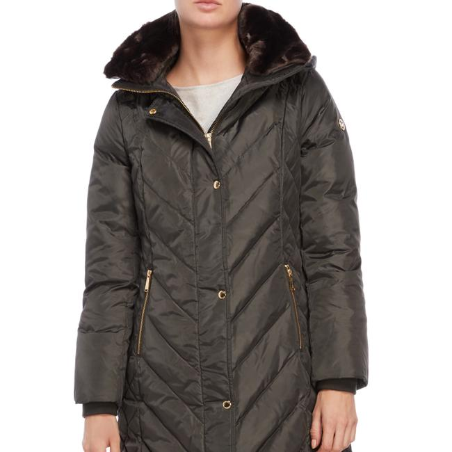 Preload https://img-static.tradesy.com/item/24297781/michael-kors-quilted-down-jacket-size-12-l-0-2-650-650.jpg