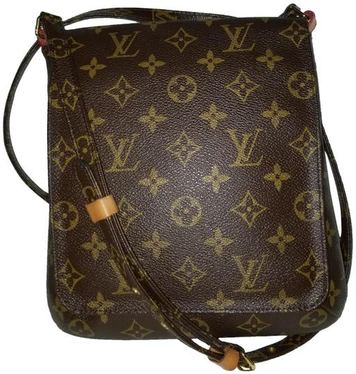 Preload https://img-static.tradesy.com/item/24297811/louis-vuitton-musette-salsa-monogram-canvas-cross-body-bag-0-4-540-540.jpg