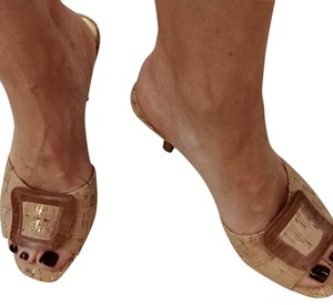 417423b3048 Unisa Sandals - Up to 90% off at Tradesy
