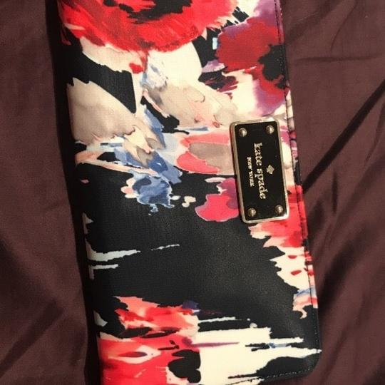 Preload https://img-static.tradesy.com/item/24297857/kate-spade-multicolored-wallet-0-2-540-540.jpg