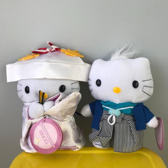 Preload https://img-static.tradesy.com/item/24297903/hello-kitty-multicolor-and-daniel-japanese-wedding-collectible-plush-0-2-540-540.jpg