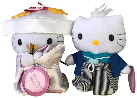 Preload https://img-static.tradesy.com/item/24297903/hello-kitty-multicolor-and-daniel-japanese-wedding-collectible-plush-0-3-540-540.jpg