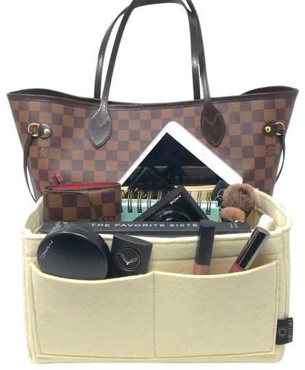 Preload https://img-static.tradesy.com/item/24297933/beige-apparel-insert-organizer-fits-louis-vuitton-neverfull-pm-and-gm-cosmetic-bag-0-3-540-540.jpg