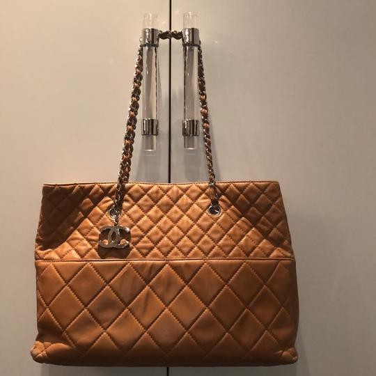 Preload https://img-static.tradesy.com/item/24298014/chanel-grand-shopping-silver-hardware-quilted-caviar-camel-leather-tote-0-5-540-540.jpg