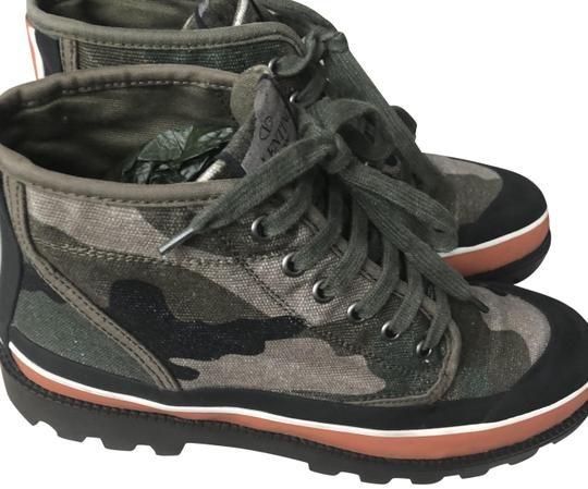 Preload https://img-static.tradesy.com/item/24298036/valentino-camouflage-high-top-sneakers-sneakers-size-eu-38-approx-us-8-regular-m-b-0-6-540-540.jpg