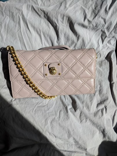 Preload https://img-static.tradesy.com/item/24298082/marc-jacobs-grey-rose-quilted-leather-ginger-crossbody-wallet-0-4-540-540.jpg