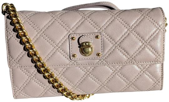 Preload https://img-static.tradesy.com/item/24298082/marc-jacobs-grey-rose-quilted-leather-ginger-crossbody-wallet-0-5-540-540.jpg