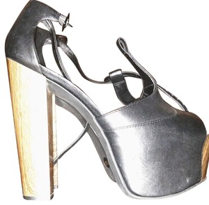 Jessica Simpson black and brown Pumps
