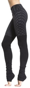 Alo Goddess Ribbed Leggings in Black Arches
