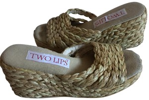 Two Lips Sandals