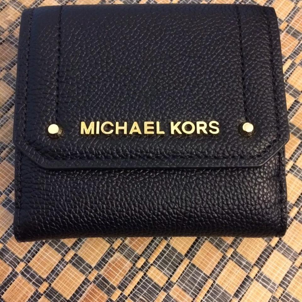 e6b0e66d14b1 Michael Kors Authentic Michael Kors leather trifold card case , ID and coin case  wallet Image. 12345678910