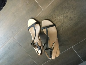 BCBGMAXAZRIA Tan and black Pumps