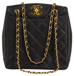 de37f5a73556 Chanel Quilted Leather Chain Accent Vintage Tote in Black
